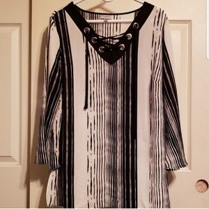 Avenue Black and white abstract striped tunic 2x